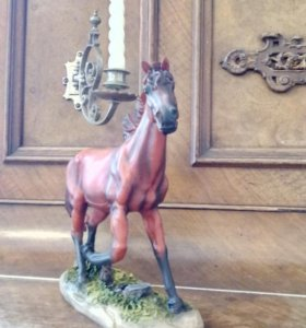 Статуэтка красной Лошади