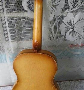 Шестиструная гитара
