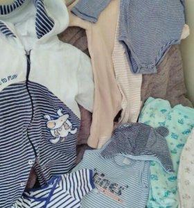 Одежда на мальчика 0-6м