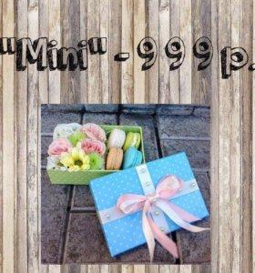 Коробка с цветами, подарок на 8 марта