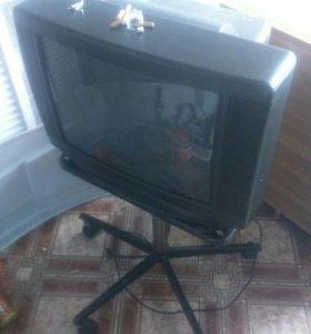 Продаю телевизор дивиди 4колонки саб   и камеру