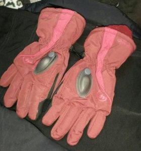 Перчатки на подроска лет 12.