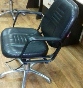 2парикмахерских кресла