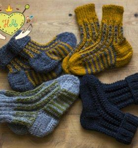 Для мальчика носочки и свитера