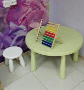 Детский стол+ 3 стула