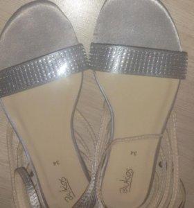 сандали новые