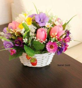 Весенняя корзинка с цветами