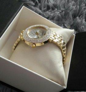 Новые часы в подарочной упаковке
