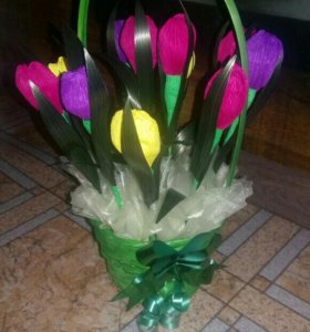Тюльпаны и розы выполненные из конфет