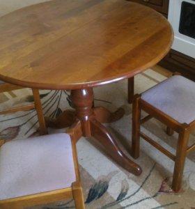 Стол и 4 табуретки.
