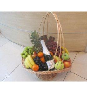 Оформление корзин с фруктами.
