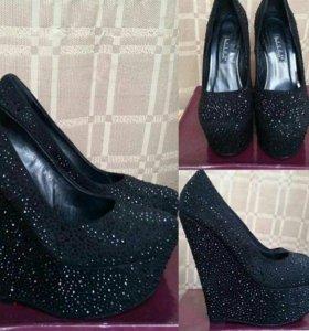 Туфли абсолютно новые , все в камнях