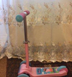 Самокат для девочки 1,5-3 лет