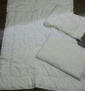 Подушка и одеяло в кроватку