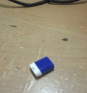 USB флешка на 8 гб.