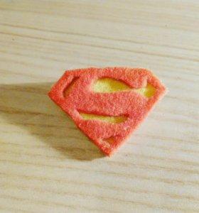 Значок супермен.