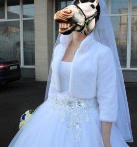 Свадебное платье, сапожки и шубка