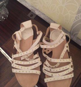 Бежевые босоножки туфли Zara