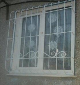 Решетки на окна и балконы.