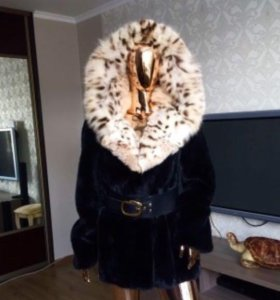 Норковая шуба с капюшоном из пятнистой рыси