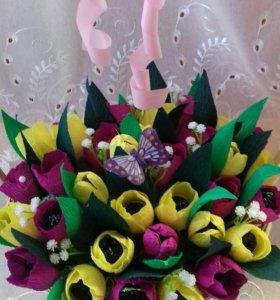 Сладкая корзина с цветами