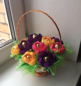 Букет из конфет. Конфеты-цветы в корзинке