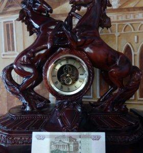 Огромные каминные часы «кони на воле»
