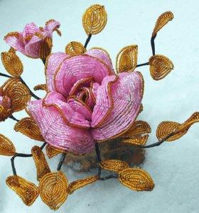 Роза на камне из бисера.