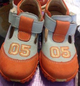 Новые из натуральной кожи сандали