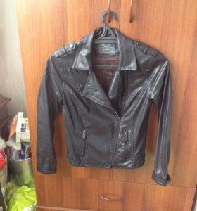 Куртка- косуха из кажзама  bershka, на не высокую