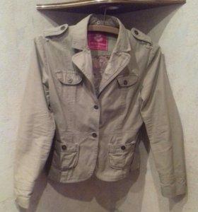 Лёгкая куртка б/у 44-46
