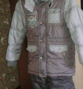 Зимняя куртка и комбинезон. На мальчика 6-7 лет.