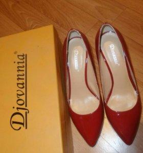 Туфли Djovannia из натуральной лакированной кожи