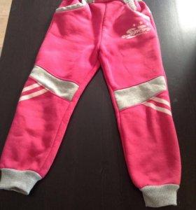 Спортивные штаны на дев. 6-7 лет