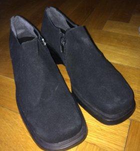 Ботинки замшевые, новые