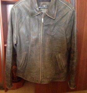 Куртка коженная, очень интересный цвет, как потерт