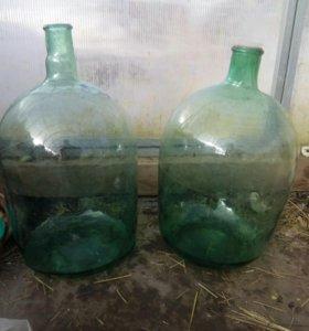 Бутыли около 20 литров. Зеленое стекло.