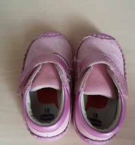 Ботинки на девочку. Первая обувь