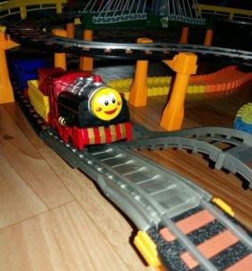 Большая железная дорога+гоночный трек БУ