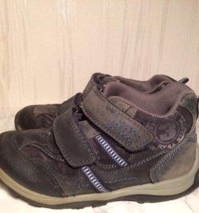 Ботинки 28 кроссовки