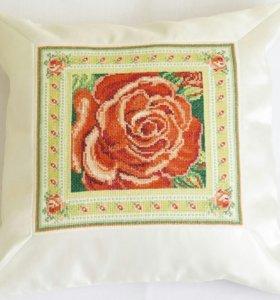 Подушка с розой новая