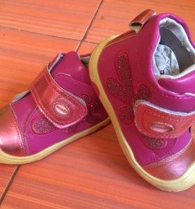 Новые ботинки 24р