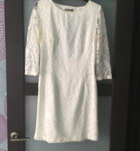 Платье с подкладкой и кружевом