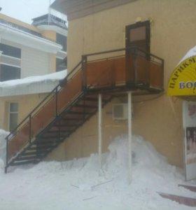 Лестница наружная с поликарбонатом