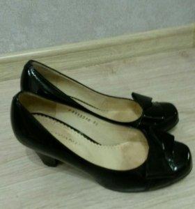 Туфли лакированные черные