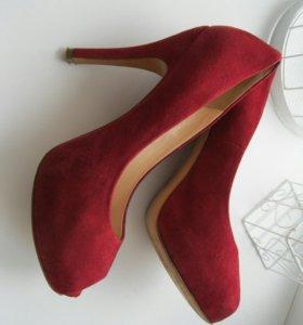 Итальянские замшевые туфли Carlo Pazolini