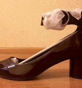 Остроносые туфли на каблуке