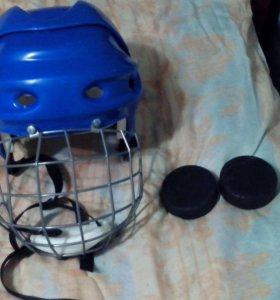 2 шайбы и шлем