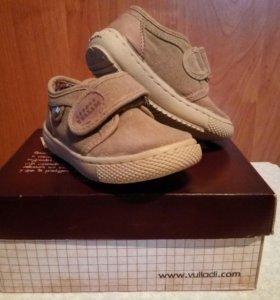 Ботинки Villadi новые