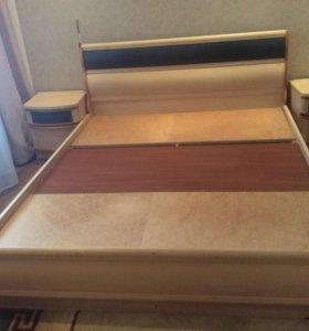 Кровать двуспальная и 2 тумбочки в комплекте